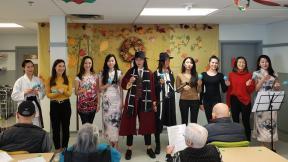 溫哥華華姐探訪中僑護老院